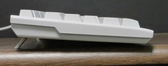 ELECOMキーボード TK-FCM062WH横から見たところ