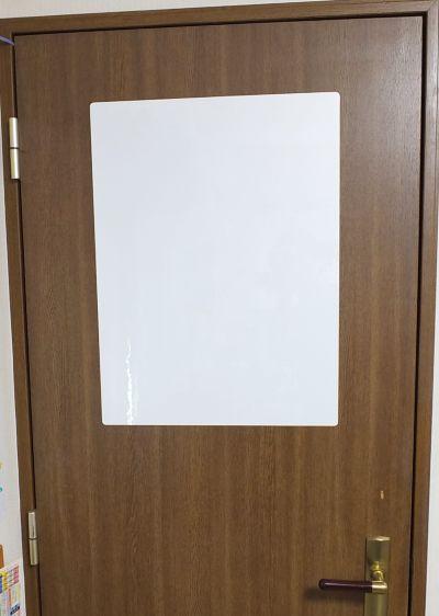 ピタボをドアに縦向きに貼り付けた時のサイズ感