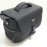 一眼レフを1台だけ入れるのにおすすめの一番小さいカメラバッグ|AmazonベーシックMサイズ