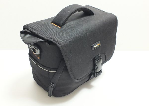 AmazonベーシックカメラバッグMサイズ