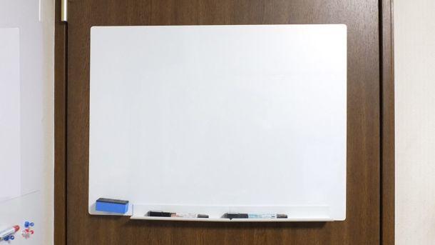 コクヨ吸着式ホワイトボード「ピタボ」