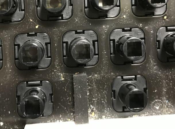 キーボード底面の汚れ